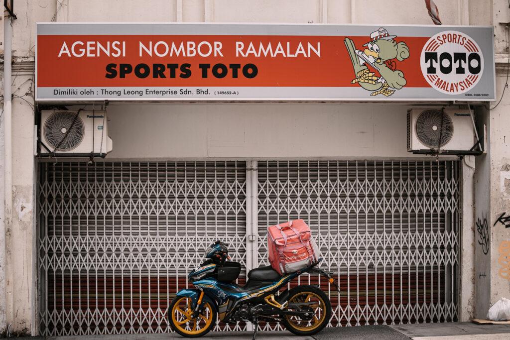 <h1>9:42:39 am</h1><br> Sports Toto x Food Panda