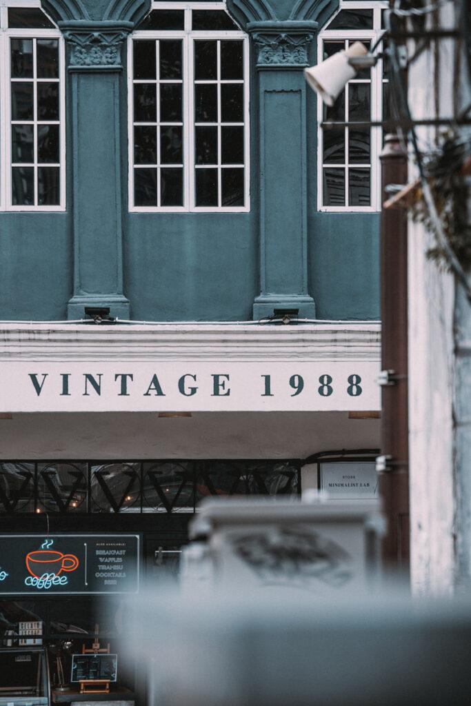 <h1>2:51:59 pm</h1><br>  Vintage
