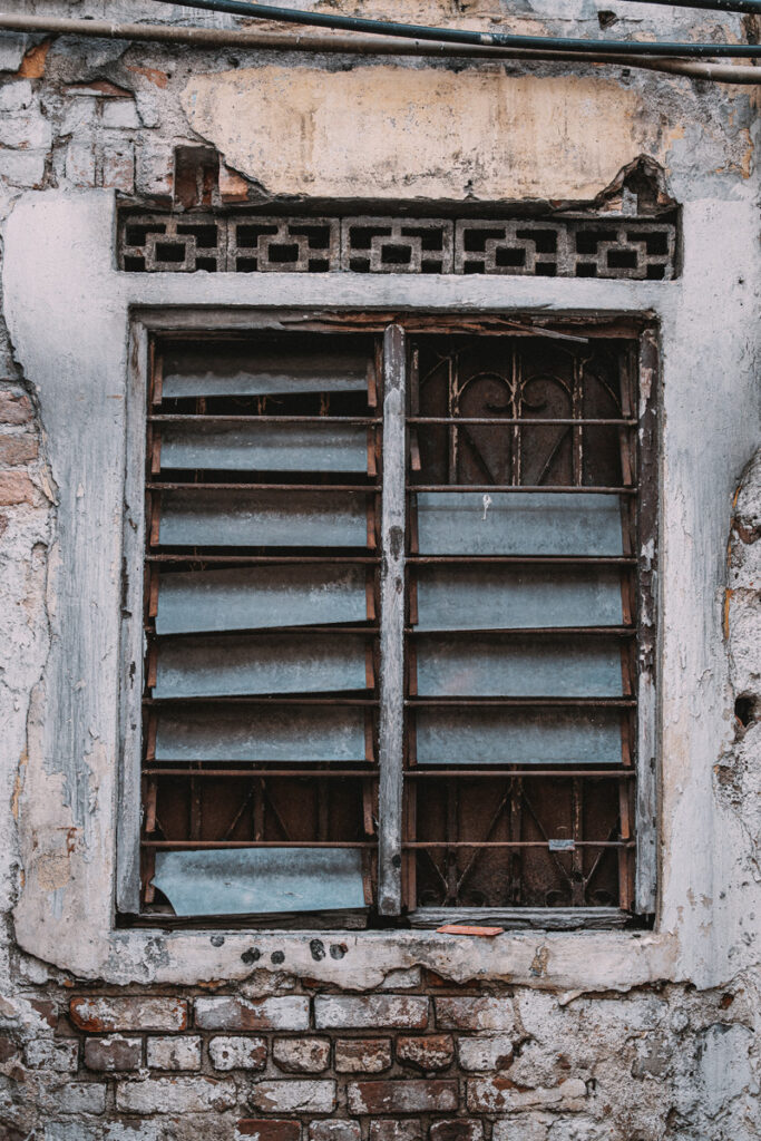 <h1>3:03:55 pm</h1><br> Window