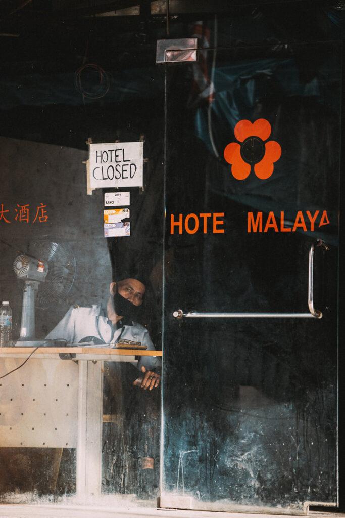<h1>5:54:36 pm</h1><br> Hotel Malaya