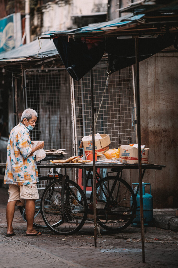 <h1>5:57:13 pm</h1><br> Uncle Apom closes stall